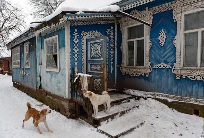 В пгт. Климово Брянской области находится удивительный резной дом.