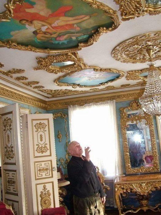 Потолки Владимир Акулов расписывал сам.