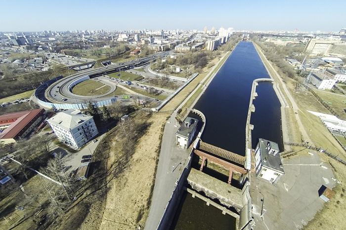 Участок канала им. Москвы между шлюзами № 7 и № 8.