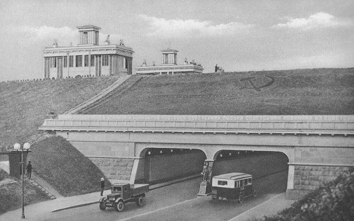 Судоходный мост, построенный на 42 км канала им. Москвы в 1937 году.