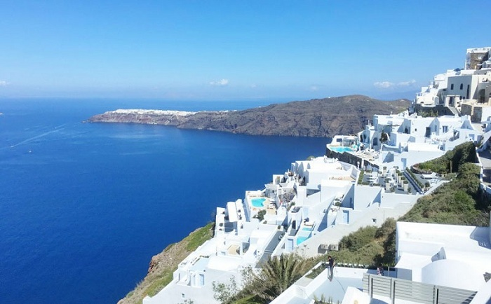 Потрясающий отель на греческом острове Санторини.