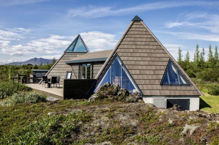 Pyramid Cottage House - пирамидальный загородный дом.