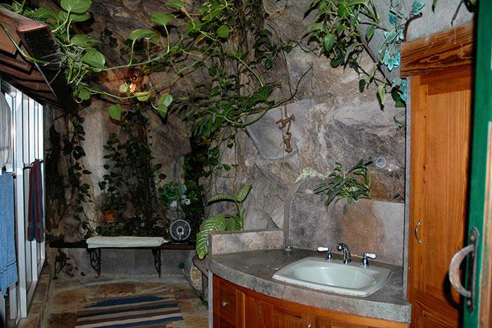 Одна из ванных комнат с оригинальным дизайном.