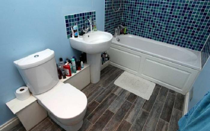 Дом внутри заброшенного бункера. Ванная комната.