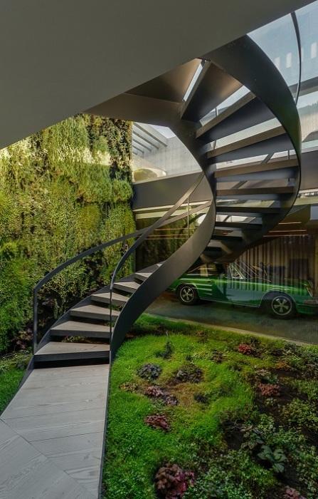 Wall House - винтовая лестница.