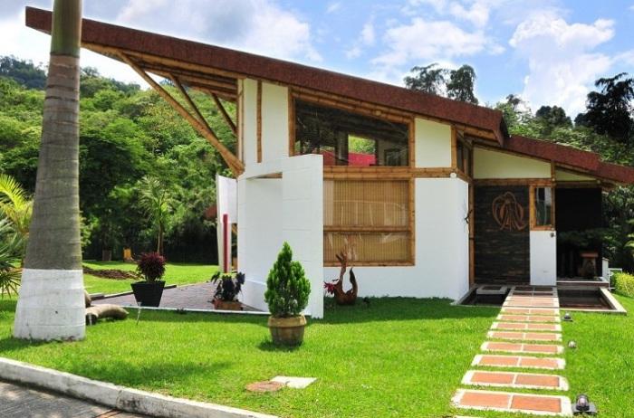 Дом из бамбука.