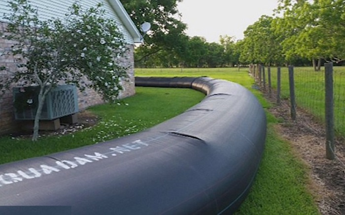 Пластиковая труба длиной 120 метров вокруг дома.