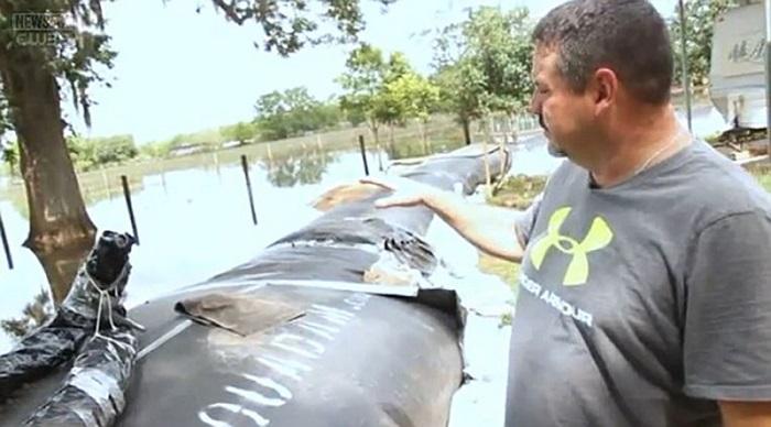 Домашняя дамба, которая спасла дом от наводнения.