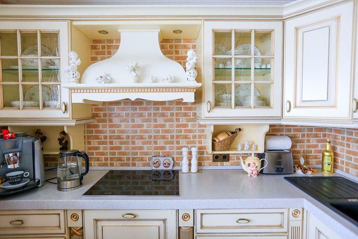 Шикарная кухня в старинном стиле.