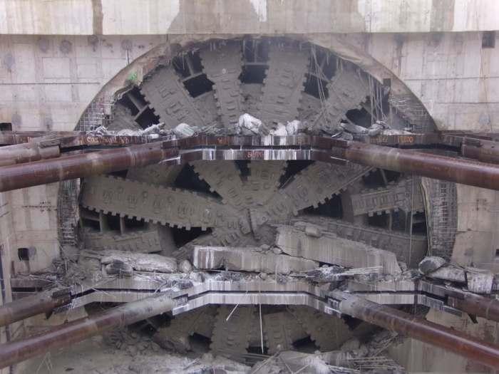 «Берта» - самая большая в мире туннелепроходческая машина
