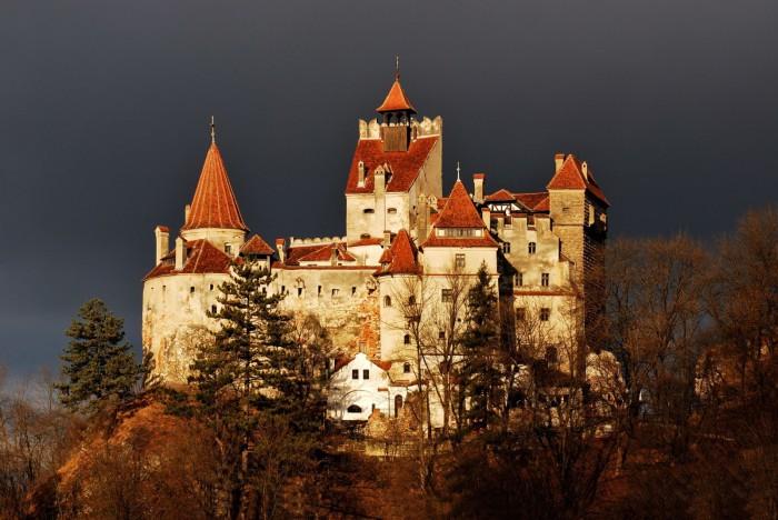 Замок Бран - место, куда «поселили» графа Дракулу.