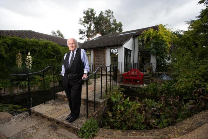 Trevor Wynne-Jones потратил 30 лет на строительство замка.
