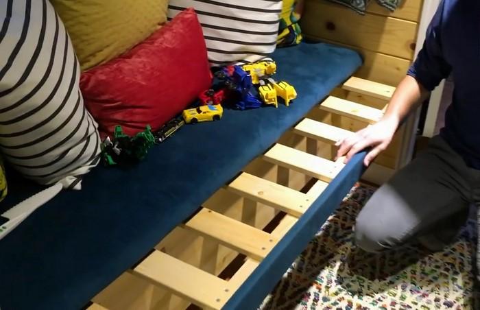 Раздвижные диванчики образуют больше места для сна.