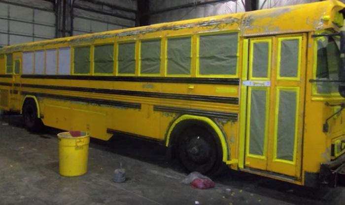 Старый школьный автобус, который переделали в отличный дом.