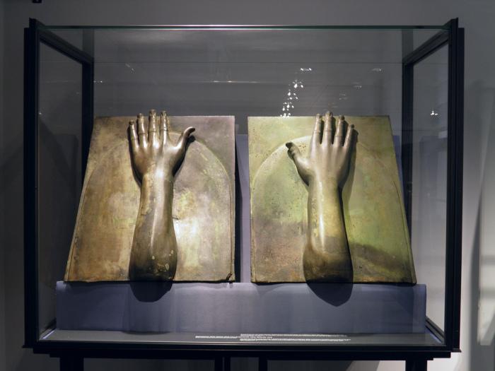 Бронзовые детали корабля Калигулы. | Фото: pinterest.com.