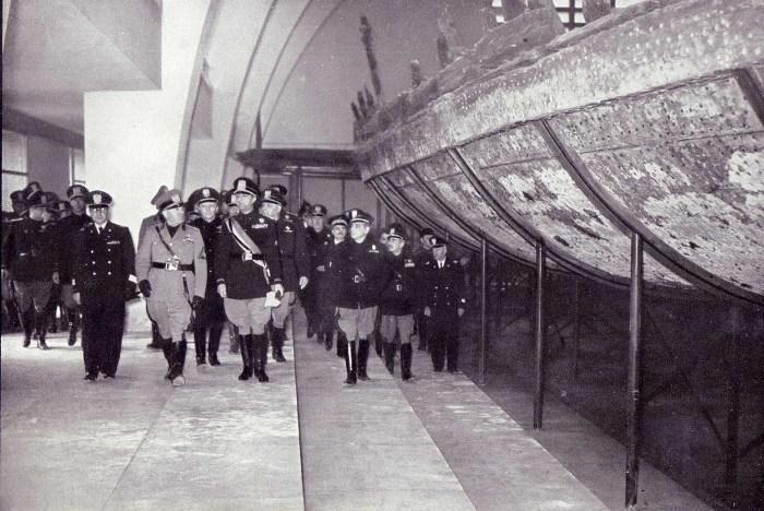 Бенито Муссолини на открытии музея. | Фото: rarehistoricalphotos.com.