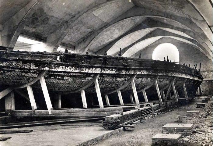 Корабль Калигулы в музее, 1932 год. | Фото: rarehistoricalphotos.com.