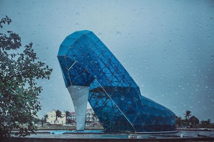 На Тайване открылась церковь для женщин в виде туфельки.