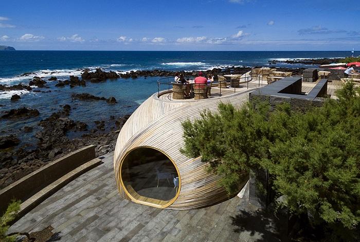 Cella bar - оригинальный бар на Азорских островах.