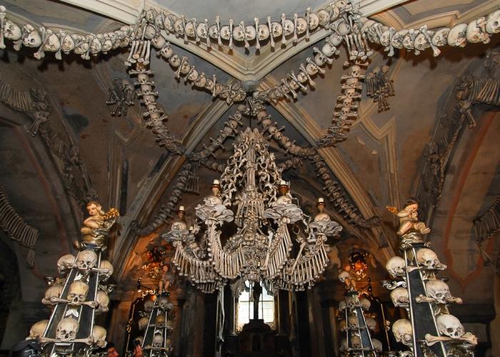 Костел Всех Святых, украшенный 40000 костями.