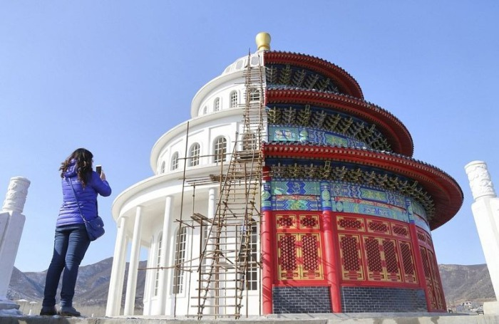 Неожиданное здание в китайском городе Shijiazhuang.