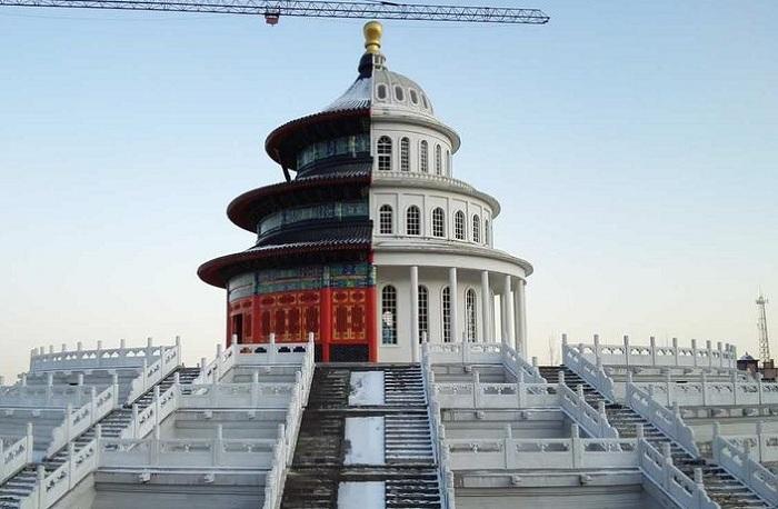 Неожиданный гибрид двух известных шедевров архитектуры.