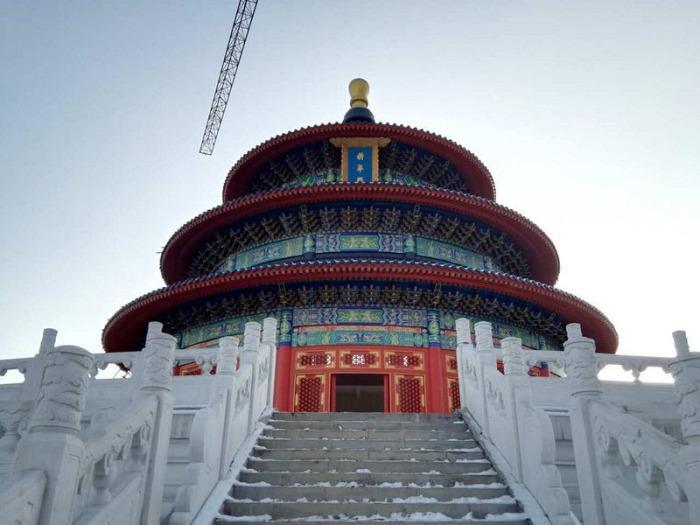 Здание - частичная копия Храма Неба в Пекине.