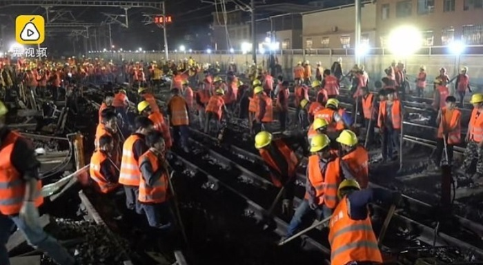 В Китае 1500 рабочих построили ж/д ветку за 9 часов.