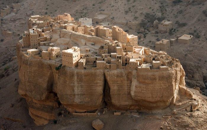 Wadi Dawan - деревня на валуне.
