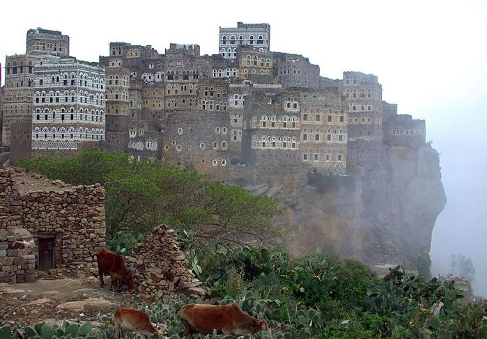 Al Hajarah - живописный каменный город в Йемене.