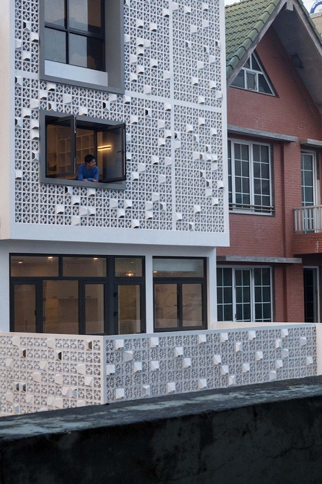 Cocoon House. Перфорированный фасад.