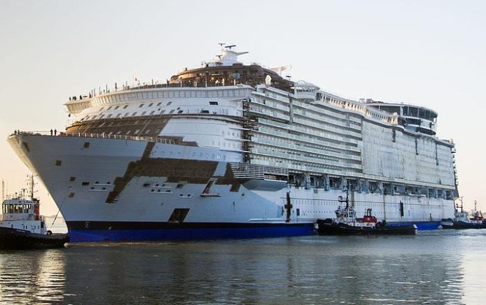 Лайнер Harmony of the Seas, построенный по заказу круизной компании Royal Caribbean International.