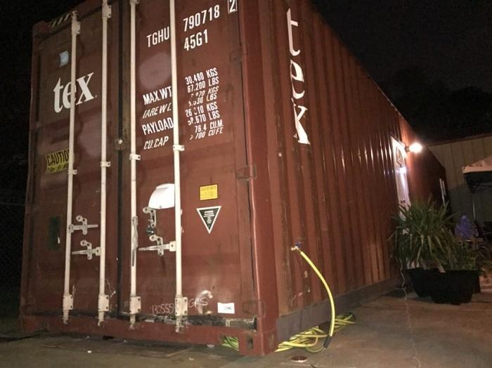 Грузовой контейнер, внутри оборудованный как дом.