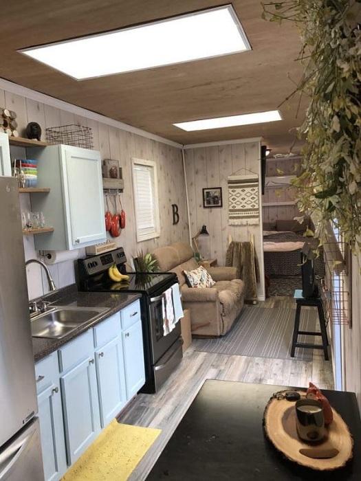 В доме-контейнере хватило места для полноразмерной кухни.