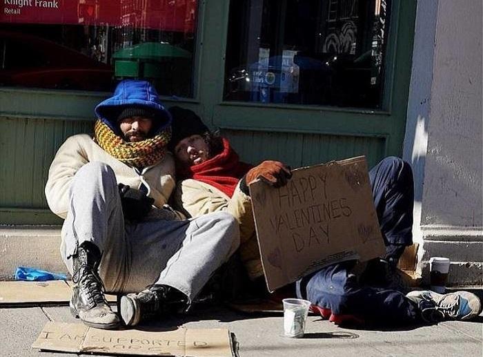 Парни-модели, которые прикидывались бездомными.