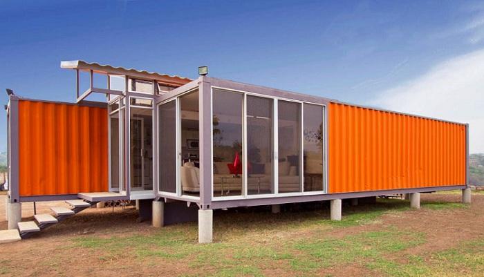 Дом, построенный из двух контейнеров.