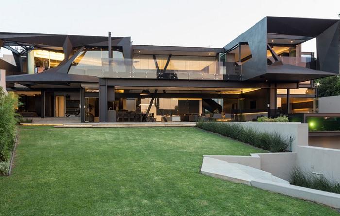 Архитекторский проект двух фирм Nico van der Meulen Architects и M Square Lifestyle Design.