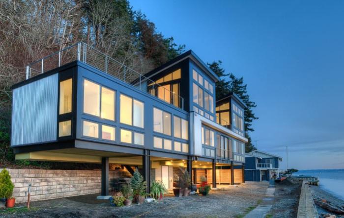 Жилой особняк на сваях на острове Камано (штат Вашингтон, США).