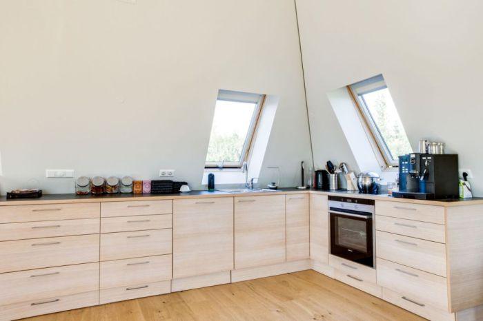 Pyramid Cottage House. Кухня.