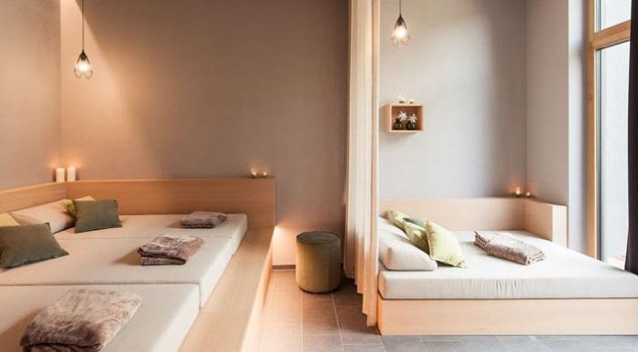 Дизайн комнаты отдыха выполнен в пастельных тонах.