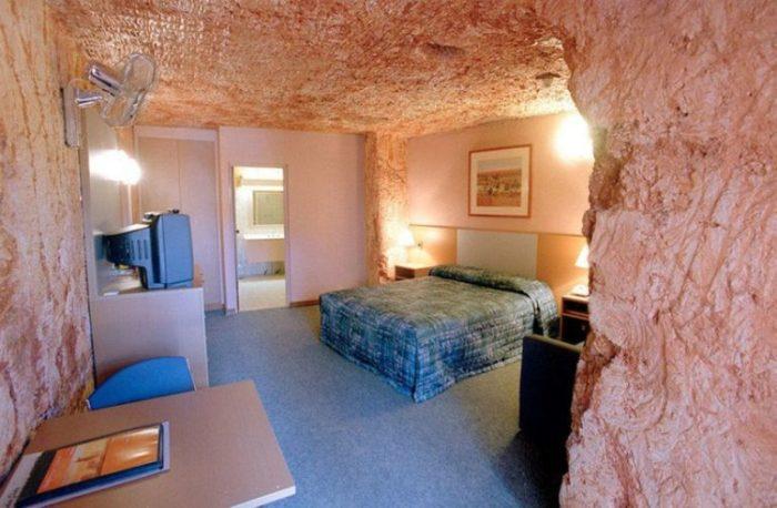 Интерьер комнат в подземном городе.
