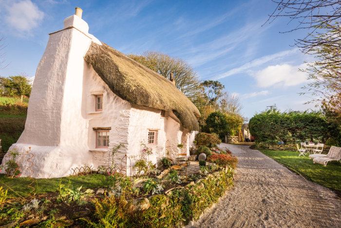 Белый старинный домик в Корнуолле. | Фото: phiconcepts.co.uk.
