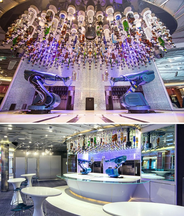 Bionic Bar - вместо бармена за стойкой находится робот.