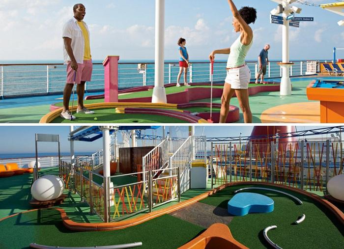 Площадки для игры в мини-гольф.
