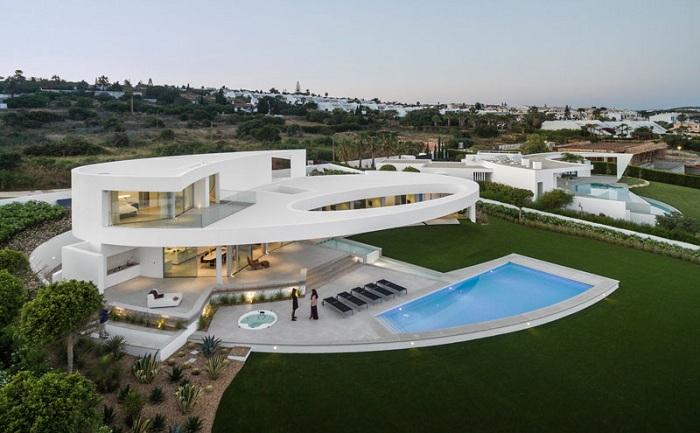 Casa Eliptica - белоснежный особняк в форм эллипса.