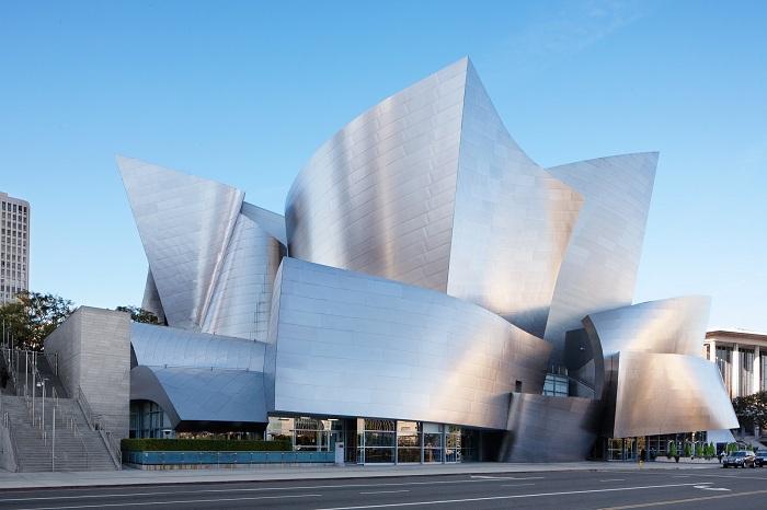 Walt Disney Concert Hall - концертный зал, построенный по проекту архитектора Фрэнка Гери.