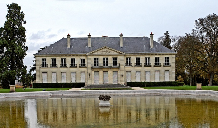 «Le Chateau de Rentilly» - оригинальный дворец.