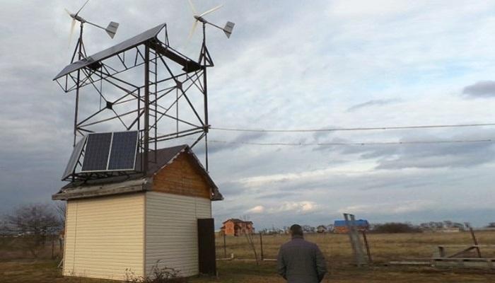 Ветрогенераторы и солнечные панели.