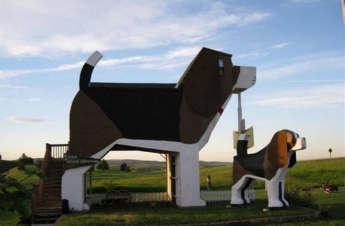 Dog Bark Park Inn - отель в виде собаки.