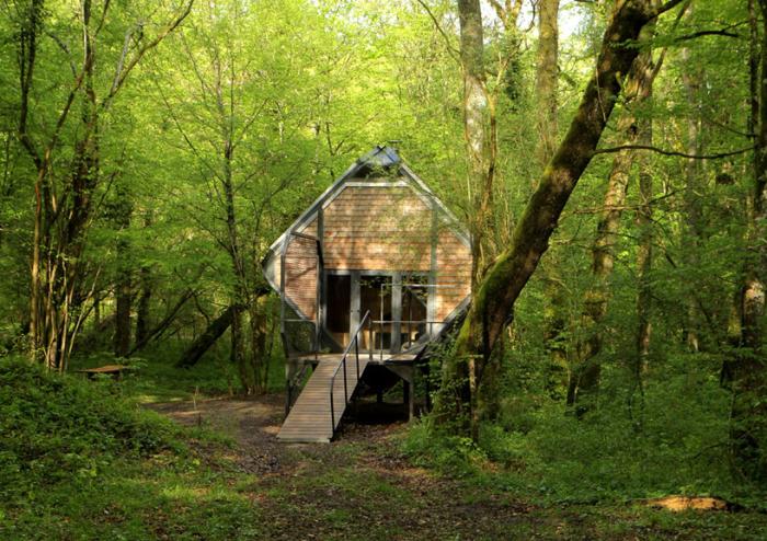 Le Nichoir - лесной домик для ночевки.